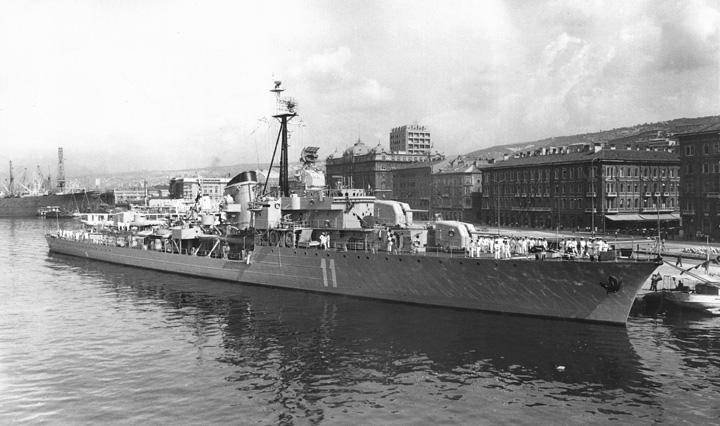 Razarač <em>RE-11 Split,</em> duljine 120m, gradnja započeta u Jadranskim brodogradilištima A.D. (danas Brodosplit) 1938., a dovršena u riječkom brodogradilištu 3.maj 1958.