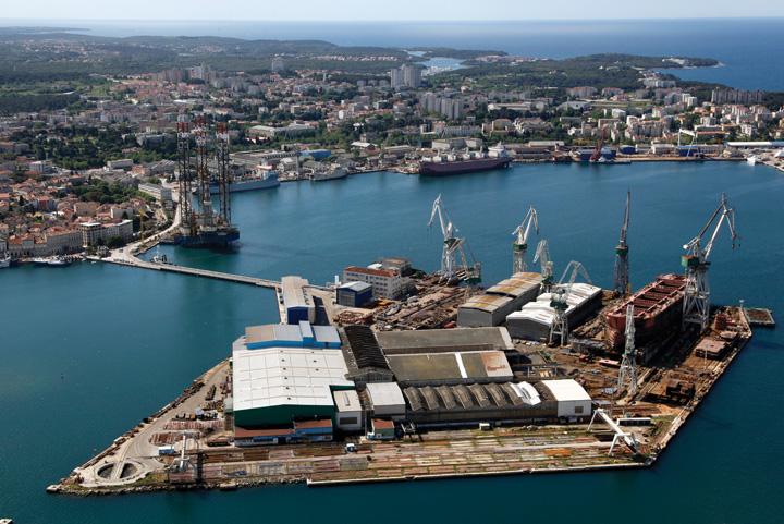 Pogled iz zraka na brodogradilište Uljanik, 2013.