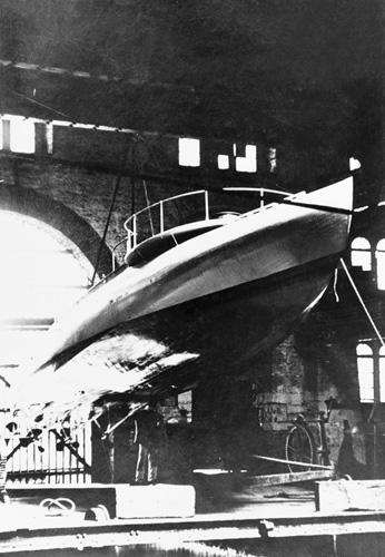 Torpedni čamac na zračnom jastuku, izgrađen u pulskom Pomorskom arsenalu (K. u. k. Kriegsmarine See Arsenal; danas Uljanik), 1915., NH87556, Naval History and Heritage Command , Washington