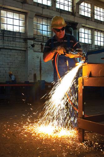 Zavarivač u brodogradilištu Brodotrogir