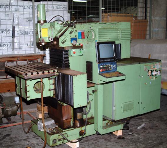 Glodalica <em>AG 400,</em> proizvedena u zagrebačkoj tvornici Prvomajska, 1984., Tehnički muzej Nikola Tesla, Zagreb