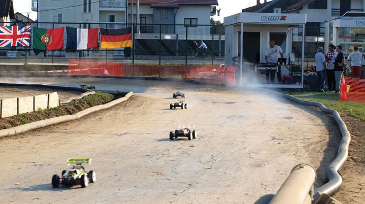 Utrka automodela na stazi Automodelarskoga kluba v-maX, Velika Gorica, 2011.