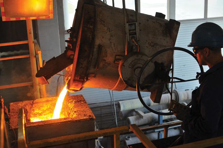 Lijevanje tekućega željeza u ljevački lonac u čakovečkom poduzeću Ferro Preis, 2015.