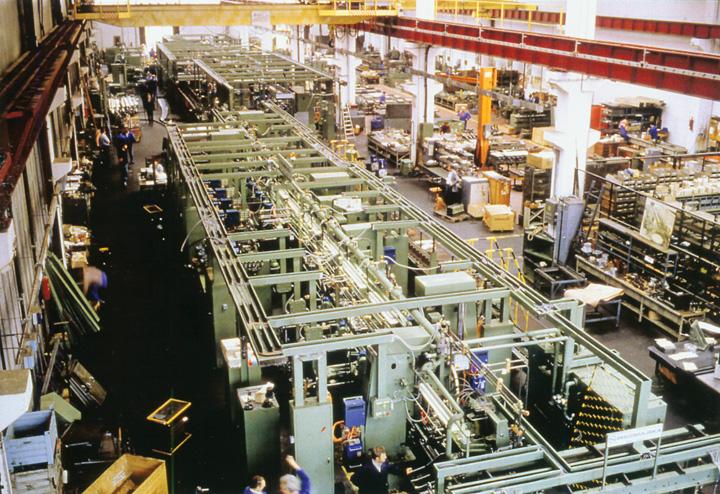Montaža transfer linije za izradbu poklopaca motora Škode <em>Fabije</em> u tvornici Prvomajska, Zagreb