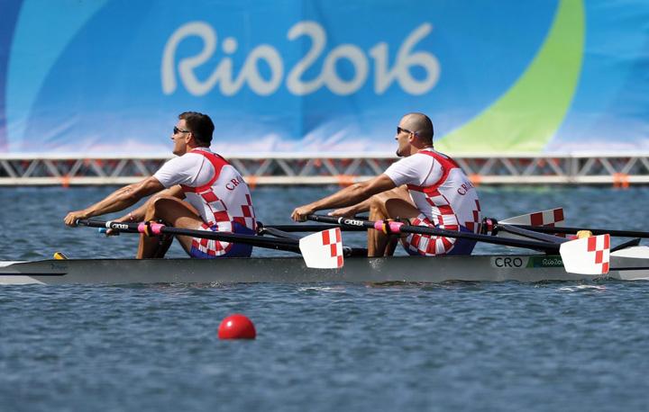 M. i V. Sinković u dvojcu na pariće, osvajači zlatne medalje na Olimpijskim igrama 2016. u Rio de Janeiru