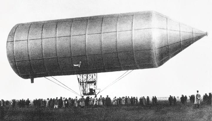 Aluminijski zračni brod konstruktora D. Schwarza na uzletištu Tempelhoffu kraj Berlina, 1897.