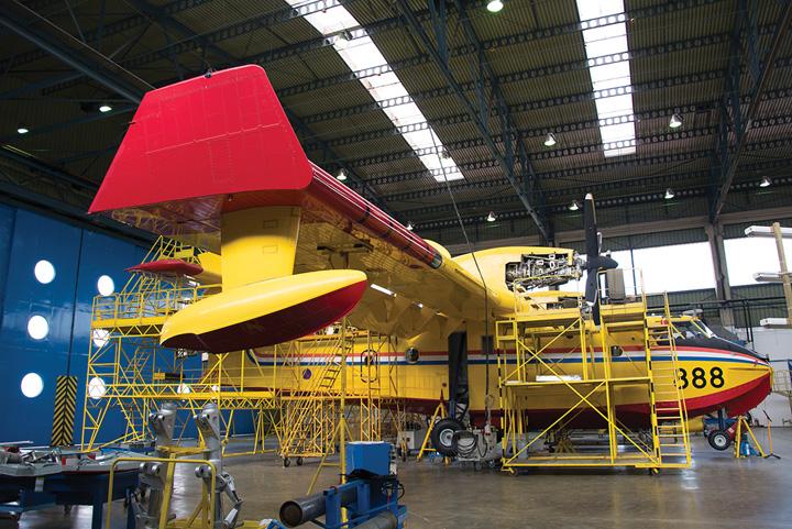 Zrakoplov <em>Canadair CL-215 6B11<em /> na tehničkom pregledu u Zrakoplovno-tehničkome centru, Velika Gorica