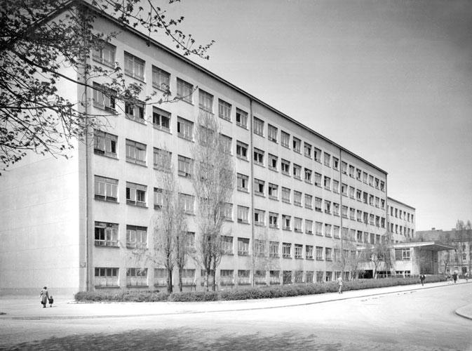 Zgrada fakulteta u Kačićevoj ulici u Zagrebu, oko 1950.