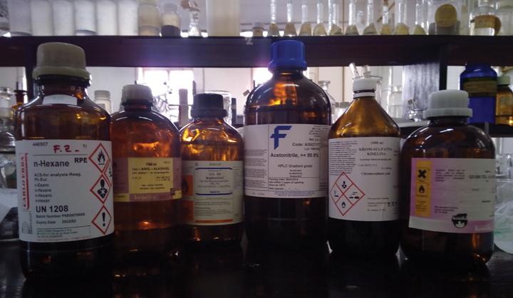 Kemikalije za znanstvena istraživanja; tekuće kemikalije pakirane u staklenoj ambalaži