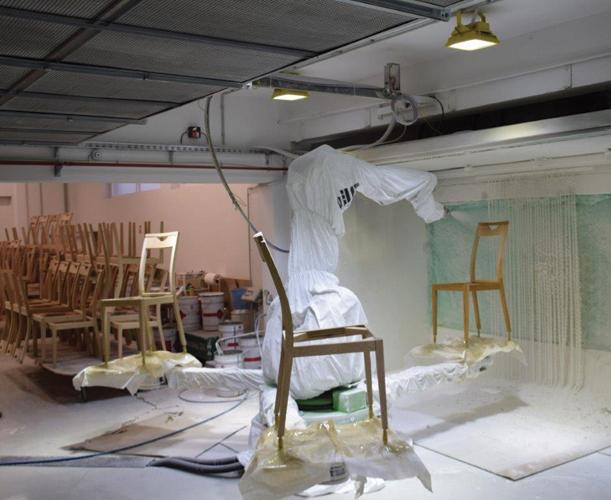 Robotsko lakiranje stolaca poduzeća Ciprijanović, Bijeljevina Orahovička, 2021.